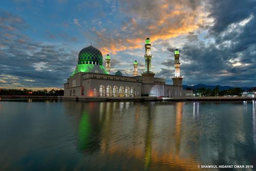 city lake reflection tourism architecture sunrise photography interesting nikon islam places mosque malaysia bina sabah hdr kota masjid kinabalu islamic seni matahari tasik greatphotographers likas bandaraya terbit d800e