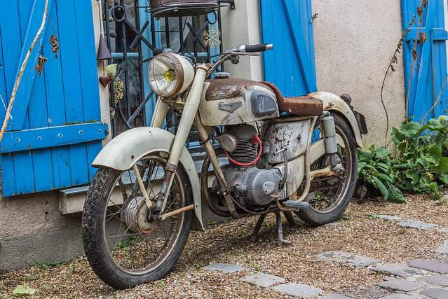 Moto ancienne de la marque Motobécane-Motoconfort