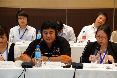 圖09印尼礦採與能源聯盟暨印尼繁榮工會聯合會Enung Yani Suryani Rukman女士簡報印尼國情