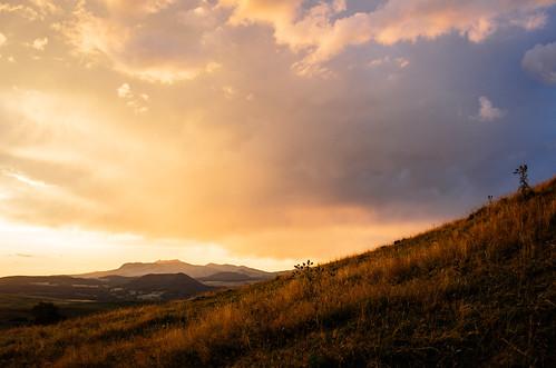 Coucher de soleil orageux sur le Puy de Sancy