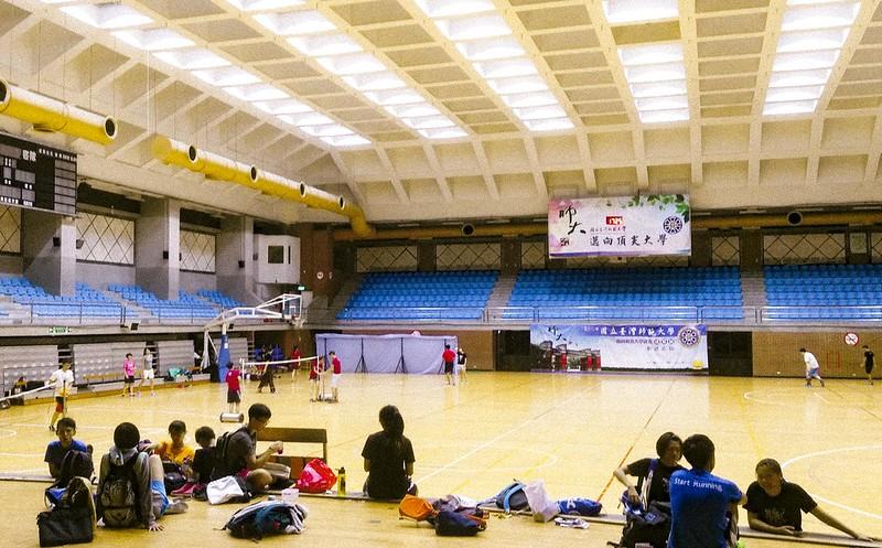 體育館四樓籃球場。圖/蔡旻言攝。