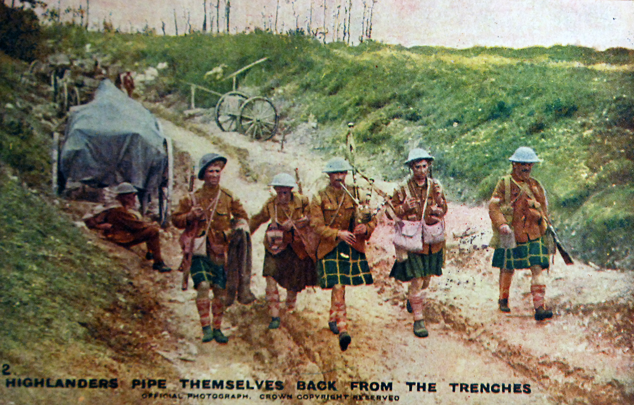 What Did Highlanders Pipe Themselves Back Look Like  in 1916