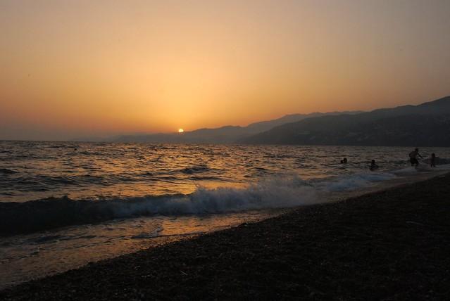 Salobreña. Baño a la puesta de sol. Bathing at sunset