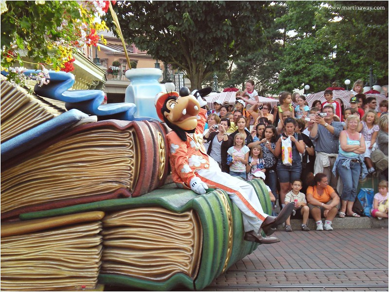 Disneyland Paris Parade | Goofy.