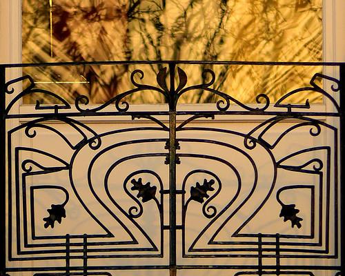 light sunset brussels urban blur reflection iron europe belgium belgique lumière balcony bruxelles panasonic reflet dxo brussel reflexion balcon hdr schaarbeek schaerbeek coucherdesoleil belgïe ferforgé fz200 pascalfranche pfranche