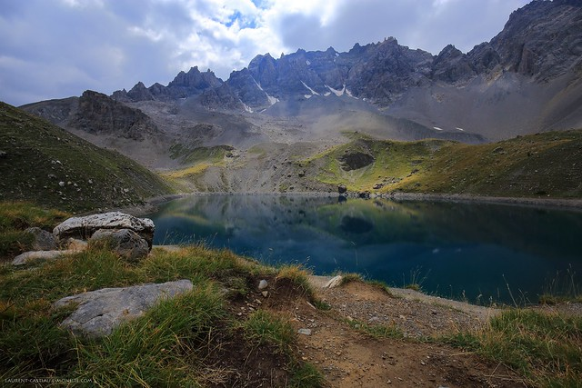 Le lac Sainte Anne ( 2415 m ) et la Font Sancte ( 3385 m ), Queyras, France