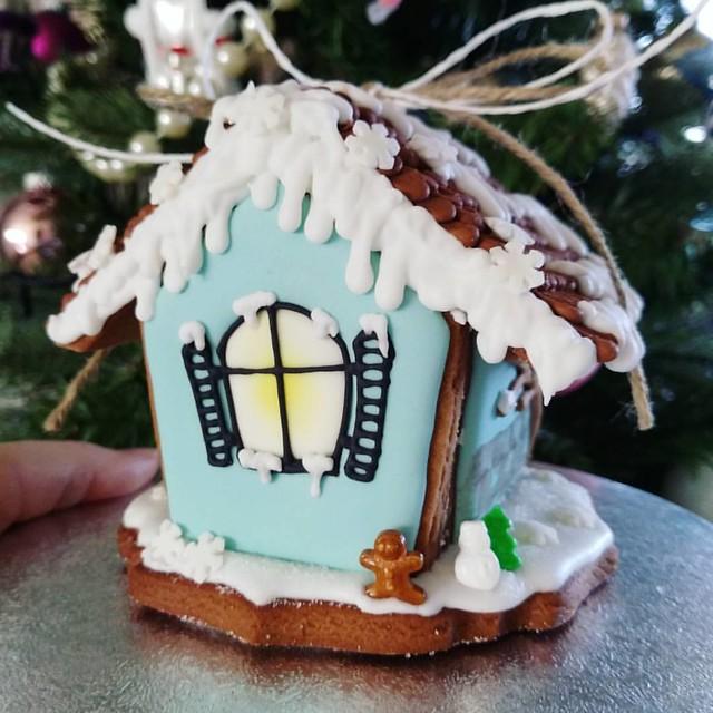 #gingerbreadhouse #kleinaberfein #cupcakesworld_de #weihnachten #weihnachtsbäckerei #lebkuchenhaus