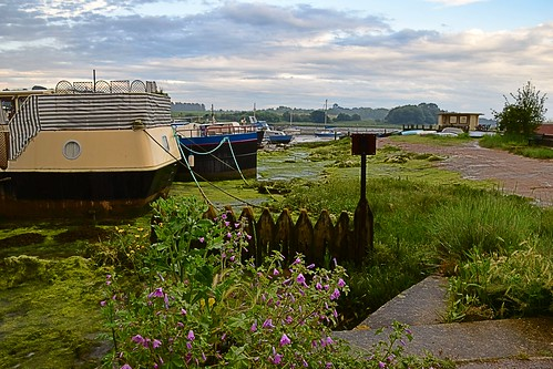 suffolk rurallandscape riverside tidal boats quay eastanglia riverdeben masts reflections sunshine mud dock