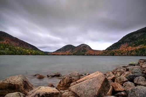 acadia maine acadianationalpark lake pond jordanpond fall autumn foliage color colors longexposure rocks rocky thebubbles