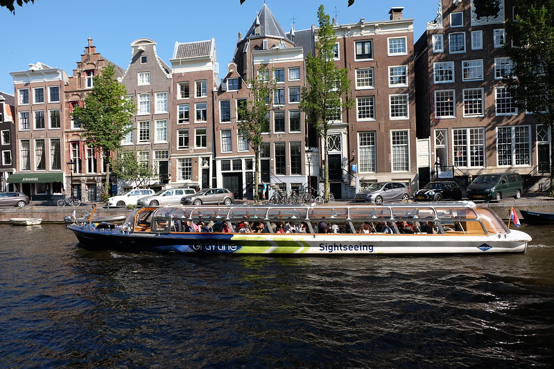 Canal cruiser on the Herengracht