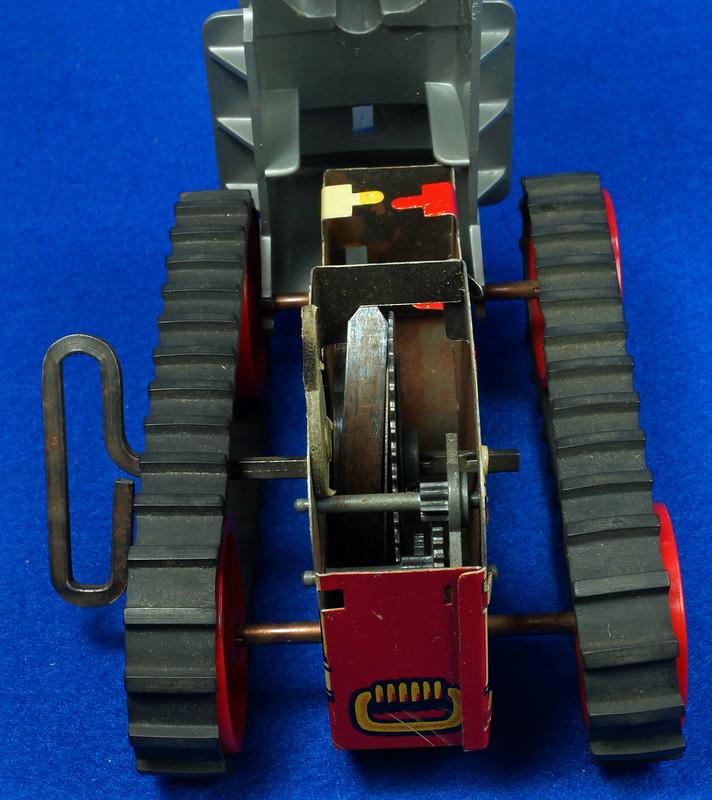 RD9481 Vintage Marx Toy Diesel Tractor Wind Up DSC06253