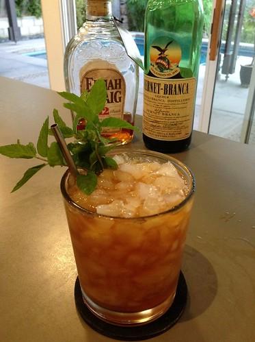 Midnight Stinger (Sam Ross) with Elijah Craig 12 bourbon, Fernet-Branca, lemon juice, simple  #cocktail #cocktails #craftcocktails #fernetbranca #fernet #bourbon #whiskey | by *FrogPrincesse*