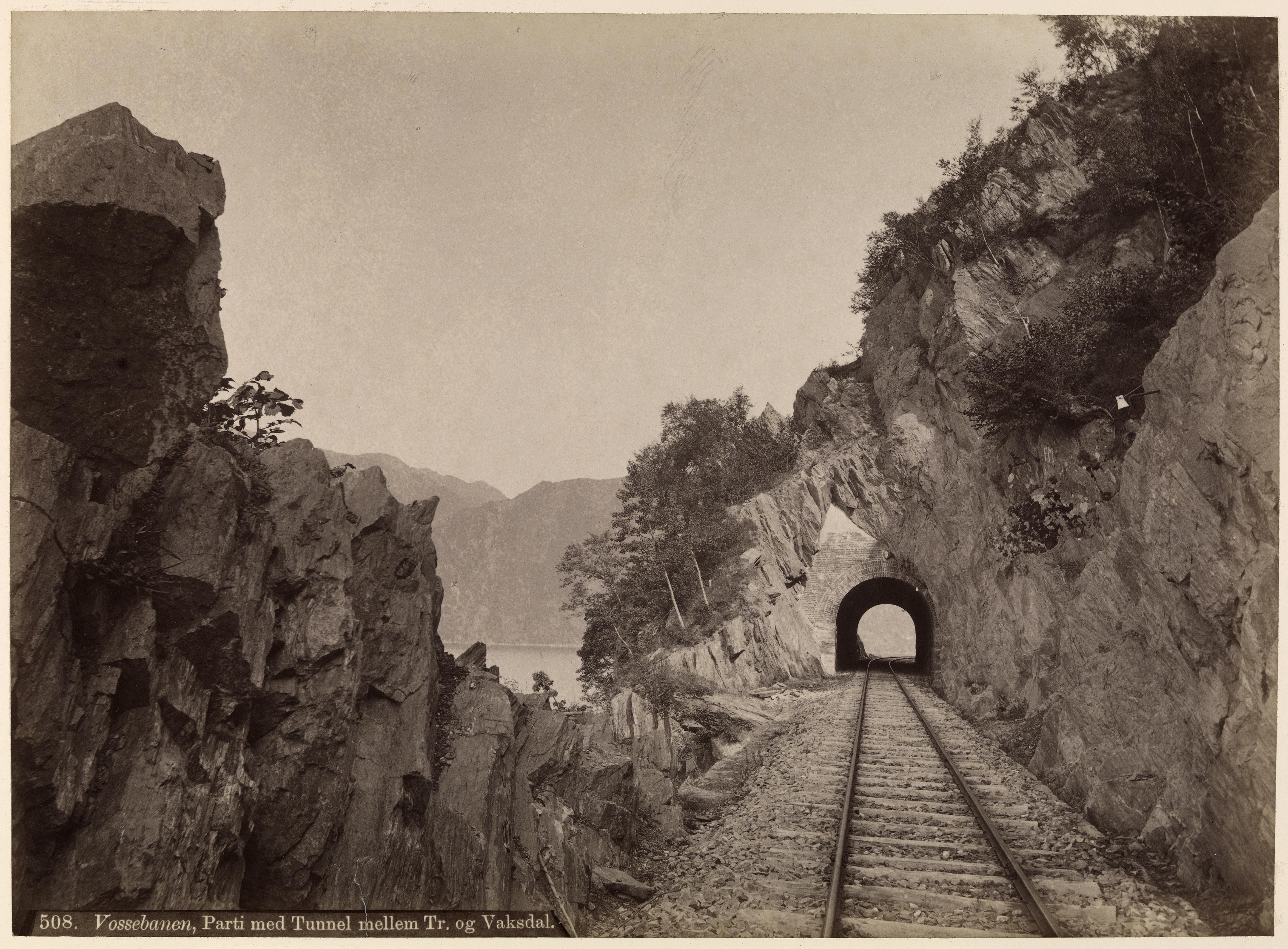 508. Vossebanen, Parti med Tunnel mellem Tr. og Vaksdal