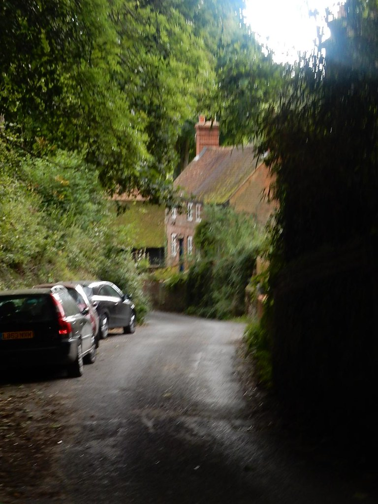 Approaching Abinger Hammer Holmwood to Gomshall