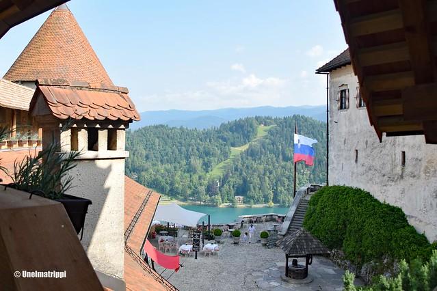 Bledin linnan piha ja maisema