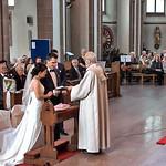 Es ist soweit, Doris und Patrick geben sich das Ja-Wort. Rechts im Seitenschiff der Chor der Banater Schwaben Karlsruhe.