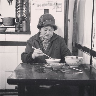 lunch time #lunch #restaurent #cuisine #sichuang #chongqing #food #people #woman | by PhotoSino