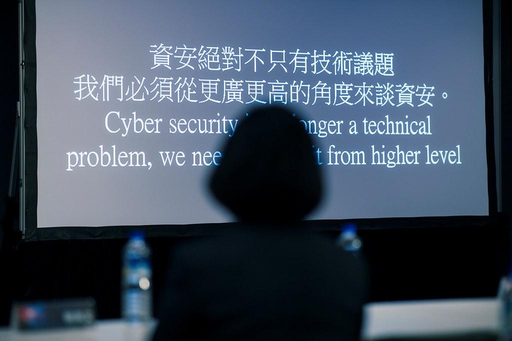 12.01 總統出席「駭客社群協會(HITCON)資安國際交流研討會開幕」並聽取簡報