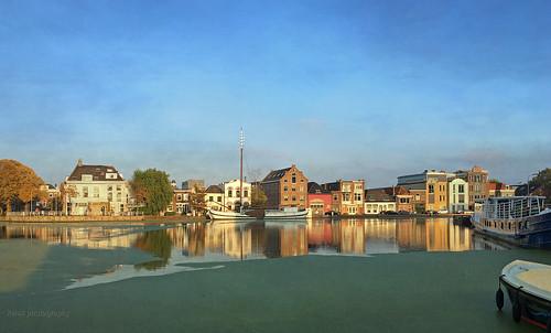 harbourofdelft zuidkolk hooikade hertoggovertkade weed kelskphotography zuidholland holland nederland netherlands sunset huizen zonsondergang textuur texture