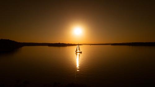 appleiphone6s lensblr ©2016ericdelorme|emrold iphone6sbackcamera415mmf22 photographersontumblr ottawa ontario canada ca 366the2016edition 3662016 day278366 4oct16 lightroom sunset orange warm sailboat ottawariver