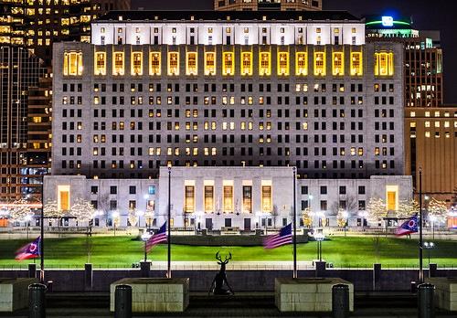 columbus ohio building art statue architecture bronze night lights unitedstatesofamerica flags deer 1933 thomasjmoyerohiojudicialcenter thomasjmoyerohiojudicialc