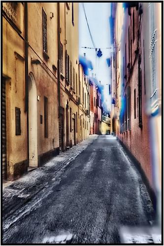 Bologna in agosto: vicolo Posterla