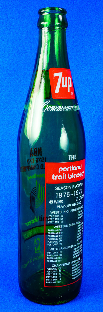 RD10088 Vintage Portland Trailblazer 1976 - 1977 NBA Champions 7 UP Soda Bottle DSC07794