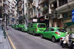整排綠色的車