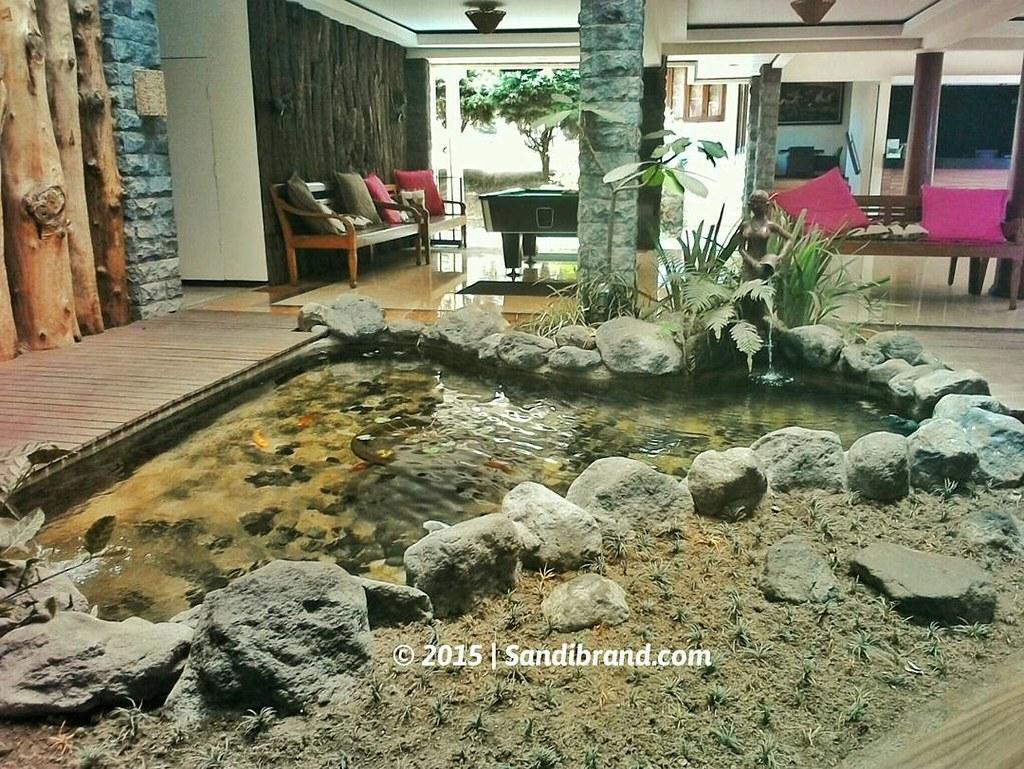 Kolam ikan di Warung Khas Batu
