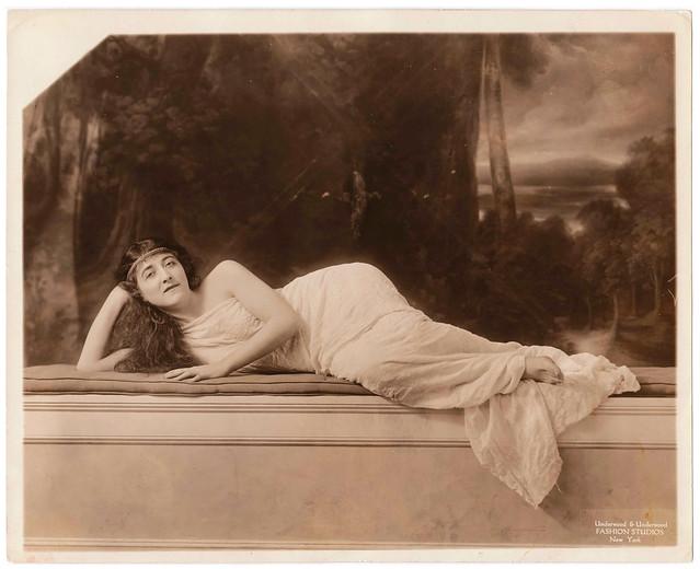 1919 Press Photo : Model & Dancer Manya Rudina