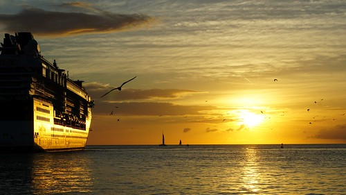 Key West sunset - view from the Malloy Square, Sunset Pier | by tempoworld.net
