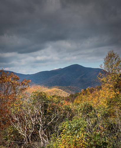 shadow usa canon landscape us nationalpark nc view unitedstates northcarolina polarizer overlook canton blueridgeparkway darkclouds usnationalpark coldmountain brp canon1585 canon70d