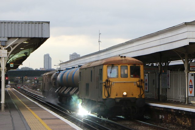 73201 and 73107 at Norwood Junction, 17.10.2015