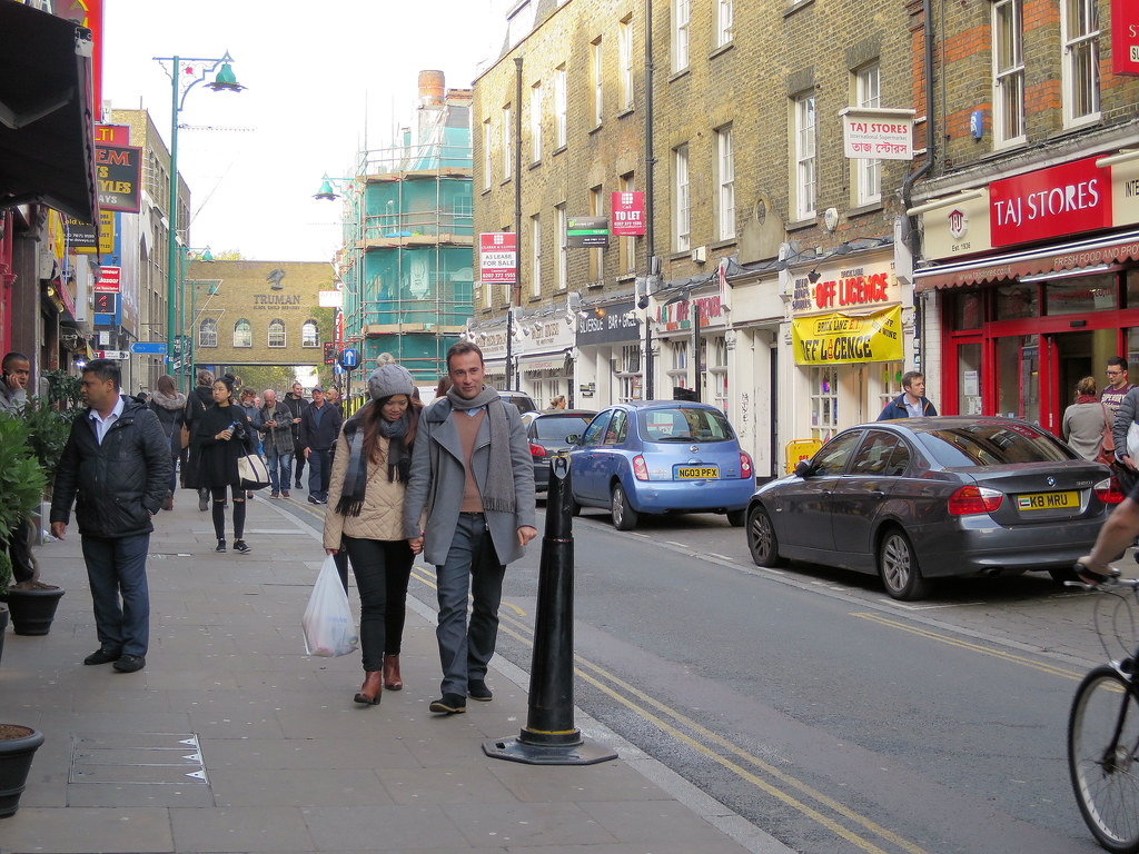 Brick Lane - Street Scene | 25 October 2015 In Brick Lane lo