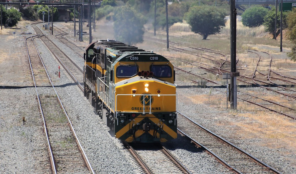 C510 leads C501 as the driver opens up the throttle on the mainline by bukk05