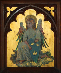 altarpiece: angel with the shield of the diocese of Ely (early 20th Century)