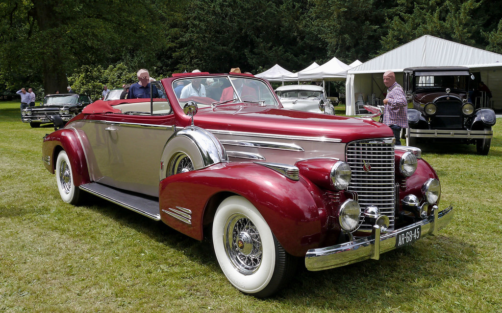 1938 Cadillac Series 38-90 Sixteen Convertible Coupe____The convertible for two passengers, Fleetwood style 9067 - - - 10 units were built in 1938, 7 in 1939 and only 2 in 1940