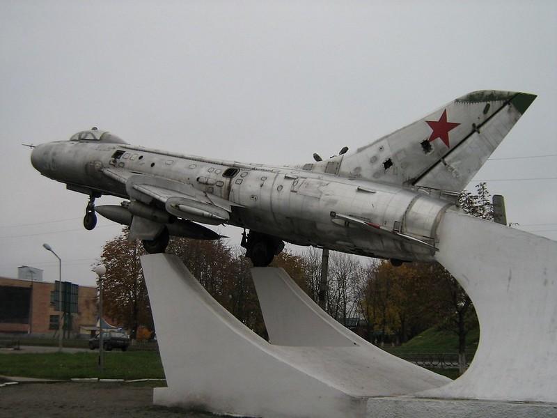 Sukhoi Su-7B Montatore 3