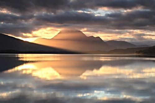 morning cloud sunlight lake reflection water sunshine sunrise calm serene rays loch lochmaree slioch slattadale