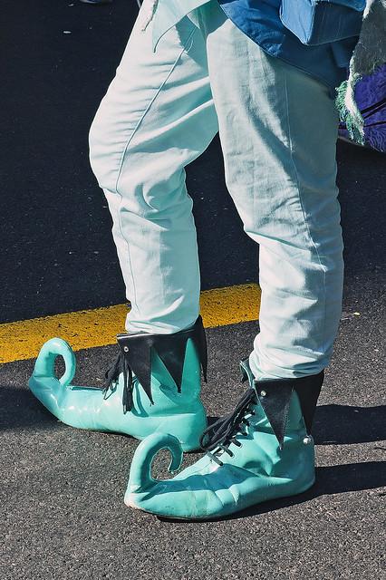 Chaussures vertes. BRADERIE ET FÊTE DE LA MONTRE, LA CHAUX-DE-FONDS.44ème Braderie et Fête de la Montre - 6ème Biennale de déambulation - Les Horlofolies.No. 9603. Green shoes. No. 9603.