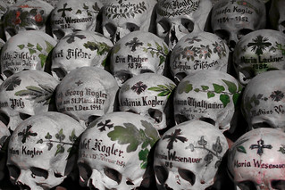 Totenschädel / painted skulls in Hallstatt | by H.KoPP