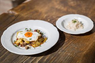 Kulinartika-2015_Schmankerlverkostung-Aschau_Gredwirt-Groestl-mit-Spiegelei | by marketing deluxe