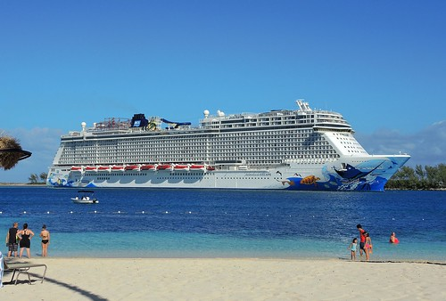Bahamas (Nassau) Norwegian Escape welcomes to Nassau Port | by ustung