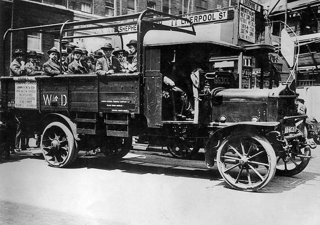 LGOC lorry omnibus (LU8035)