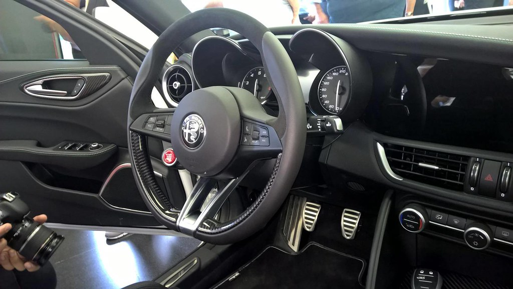 Alfa-Romeo-Giulia-Interior-Photos-4