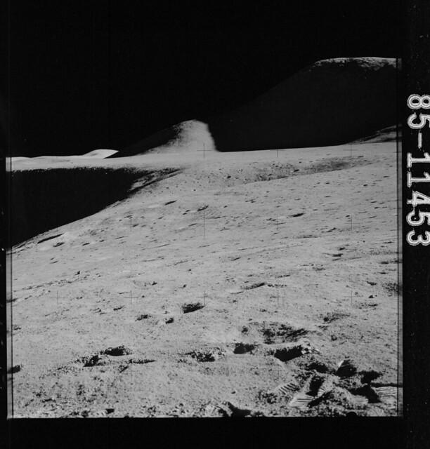AS15-85-11453