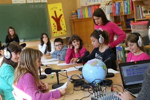 Taller radiofònic a l'Escola Segimon Comas de Sant Quirze de Besora   by comunicaciosocial