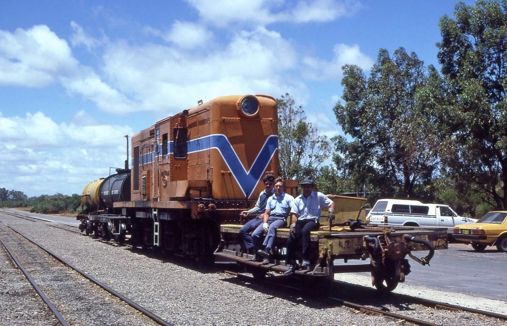 Y1108 shunting Kwinana by 8888transportpix