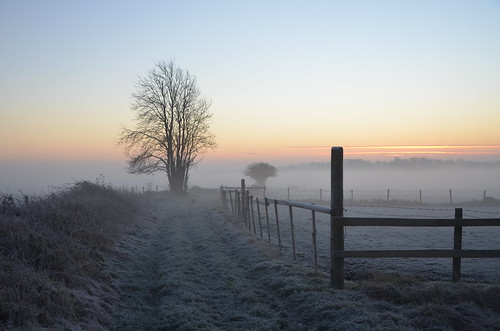 hakesbury upton sunrise sun rise frosty frost mist fog early morning glos gloucesterhsire rural countryside nikon d7000
