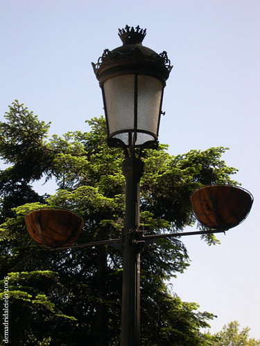 Farola en el paseo del Prado, Madrid